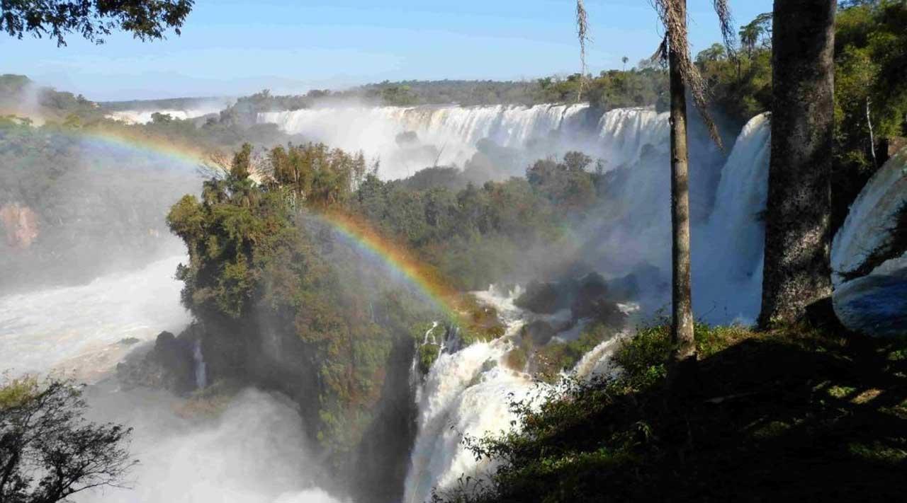 arcoiris sobre las cataratas
