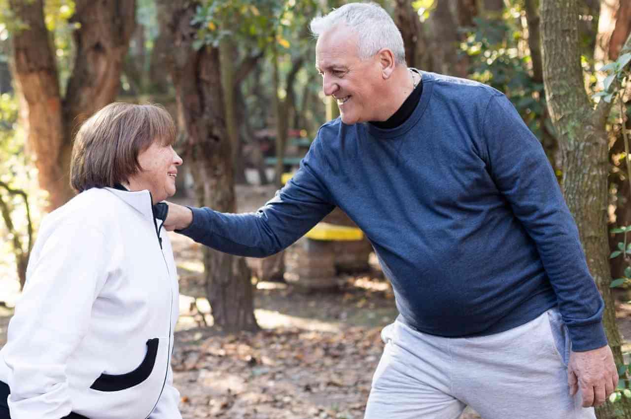adultos disfrutando el ejercicio