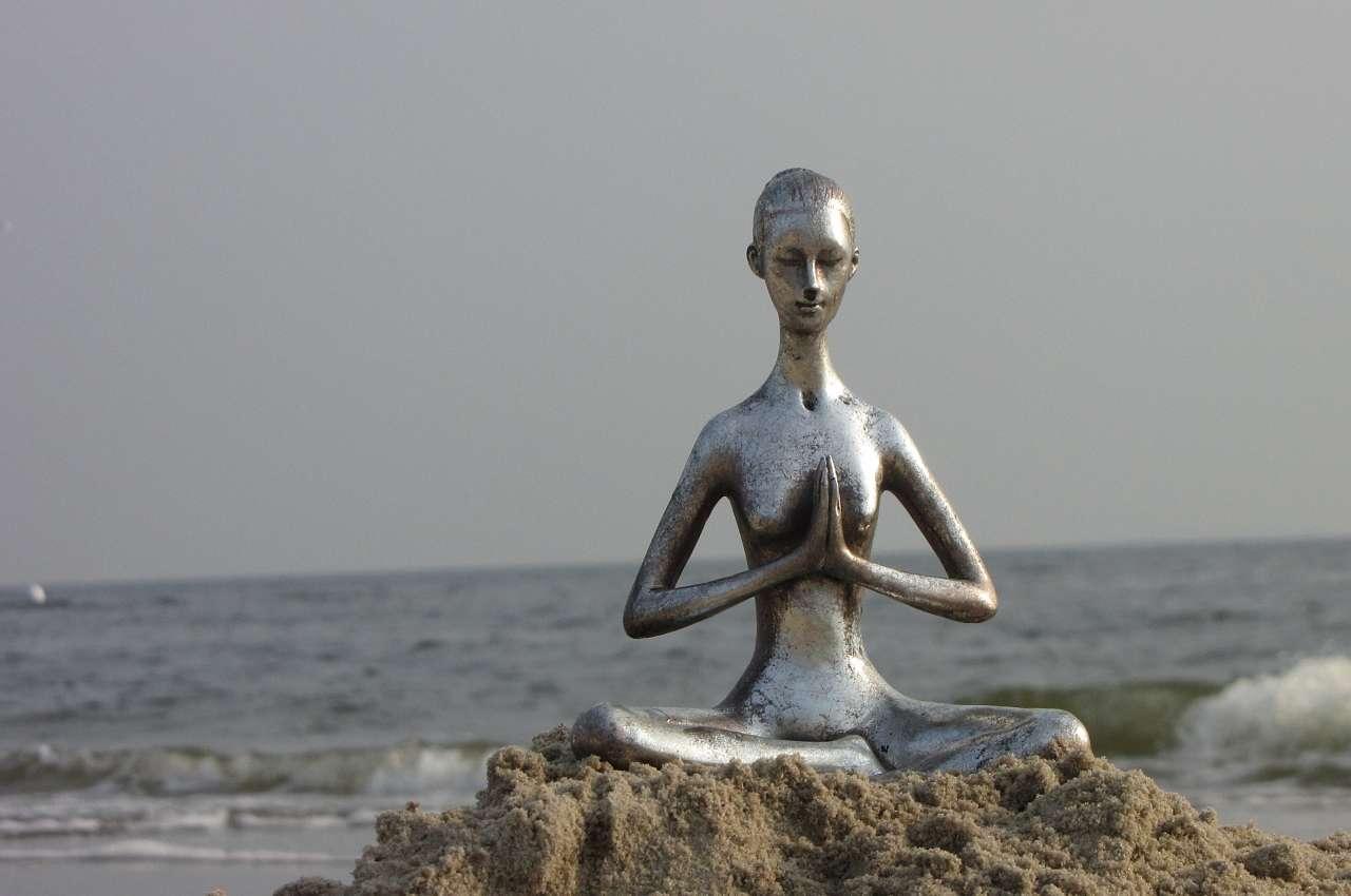 estatua que simboliza los beneficios de la meditación